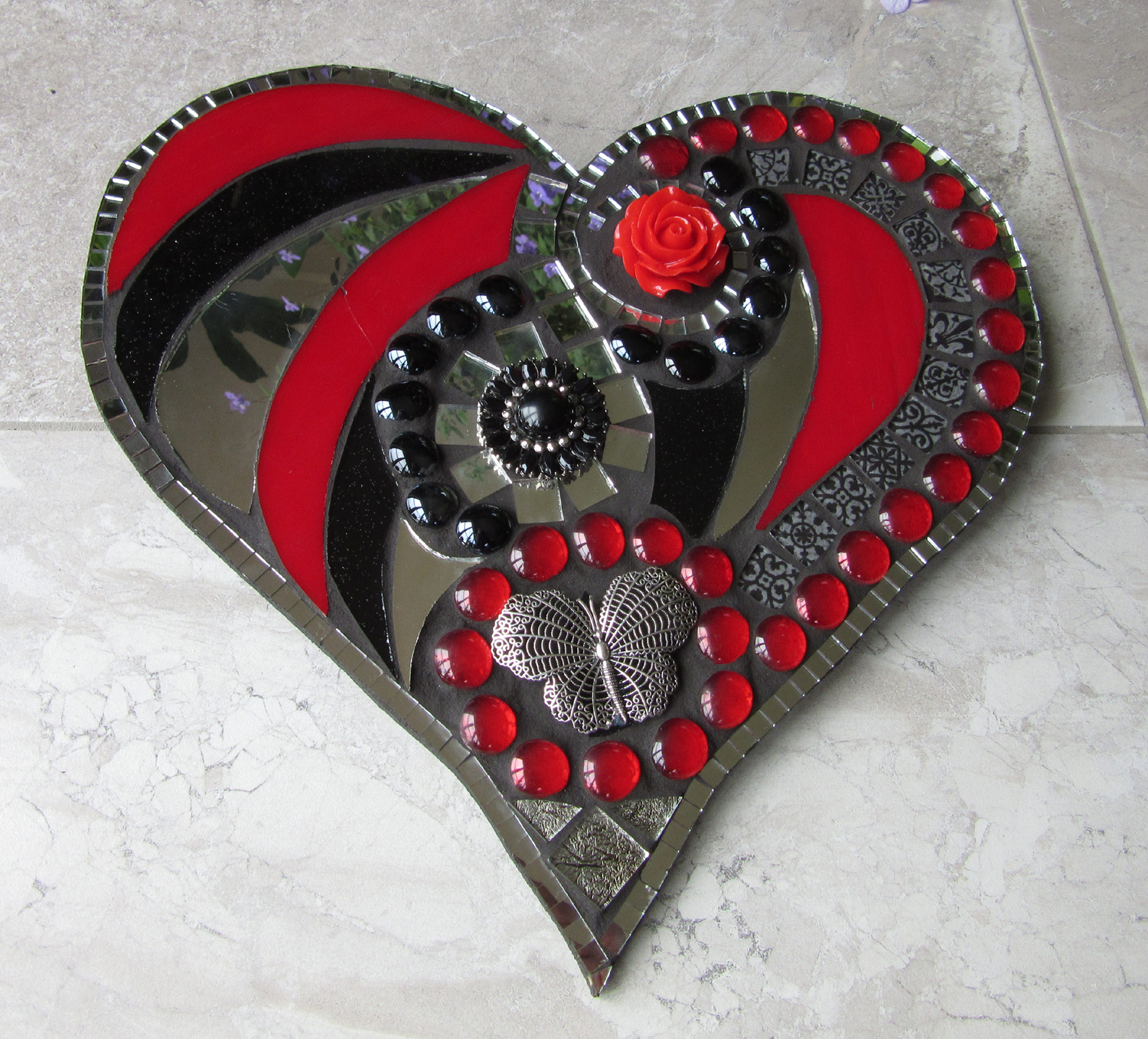 Glass mosaic heart plaque by artist Sharon Carroll